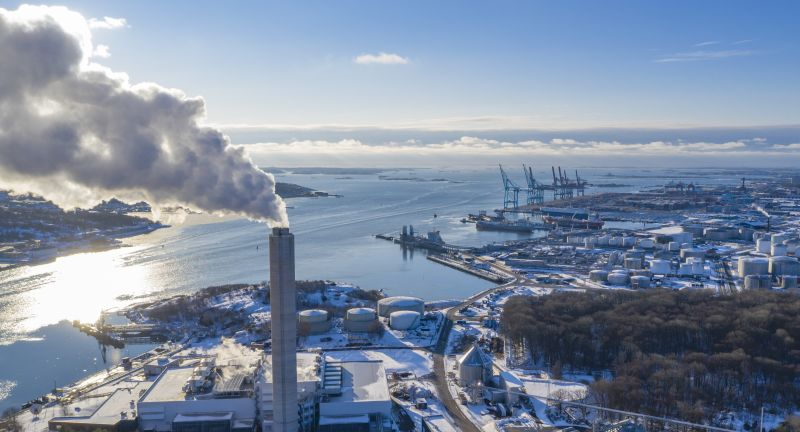 drone, gothenburg, view, sweden, aerial, city, travel, architecture, building, urban, europe, sky, roof, photo, landmark, european, destination, scandinavia, nordic, swedish, water, house, town, river, winter, snow, sun, smoke, harbor, industry