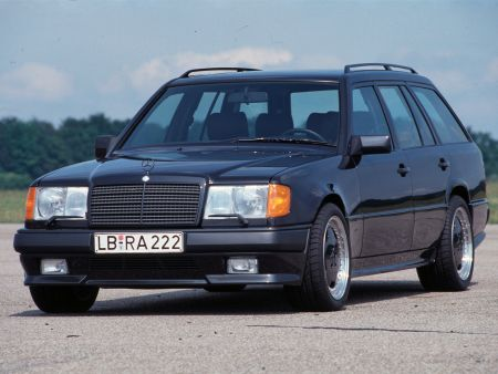 Mercedes-Benz Cars, E-Class, Daimler Global MediaSite, Mercedes-Benz Classic, MediaSite, 09 - 2020, 35 years ago: 124 model series estate celebrates its premiere, Press Releases sorted by years, 2020, Mercedes-Benz Passenger Cars, Classic