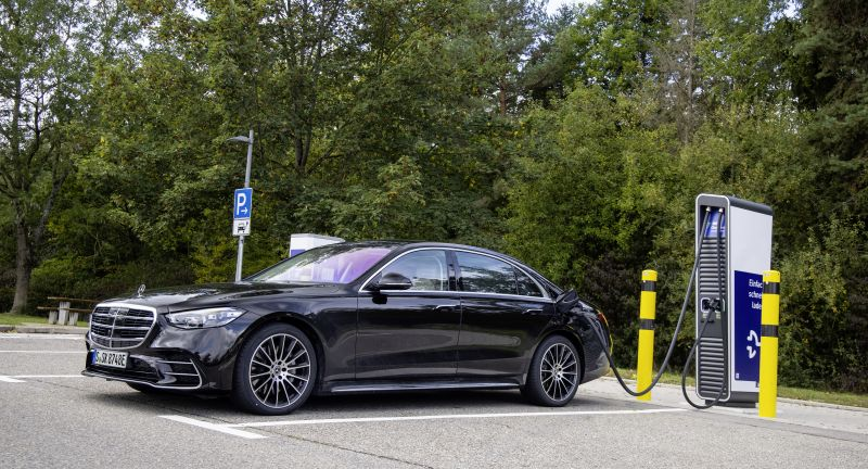 Mercedes-Benz Cars, Sales release for the S-Class as a plug-in hybrid, 07 - 2021, as of 2020, Daimler Global MediaSite, Press Archives, Neue Motive 2020, MediaSite, Brands & Products, S-Class, 2021, Press Releases sorted by years, Mercedes-Benz Passenger Cars
